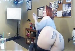 Redhead BBW Web Model With Huge Boobs Gives Amazing Show