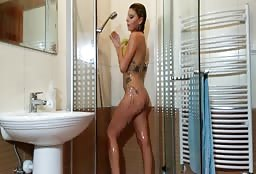 Webcam Model In The Shower